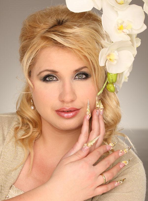 Helene Nuss - Beauty - Nägel, Permanent-Make-Up